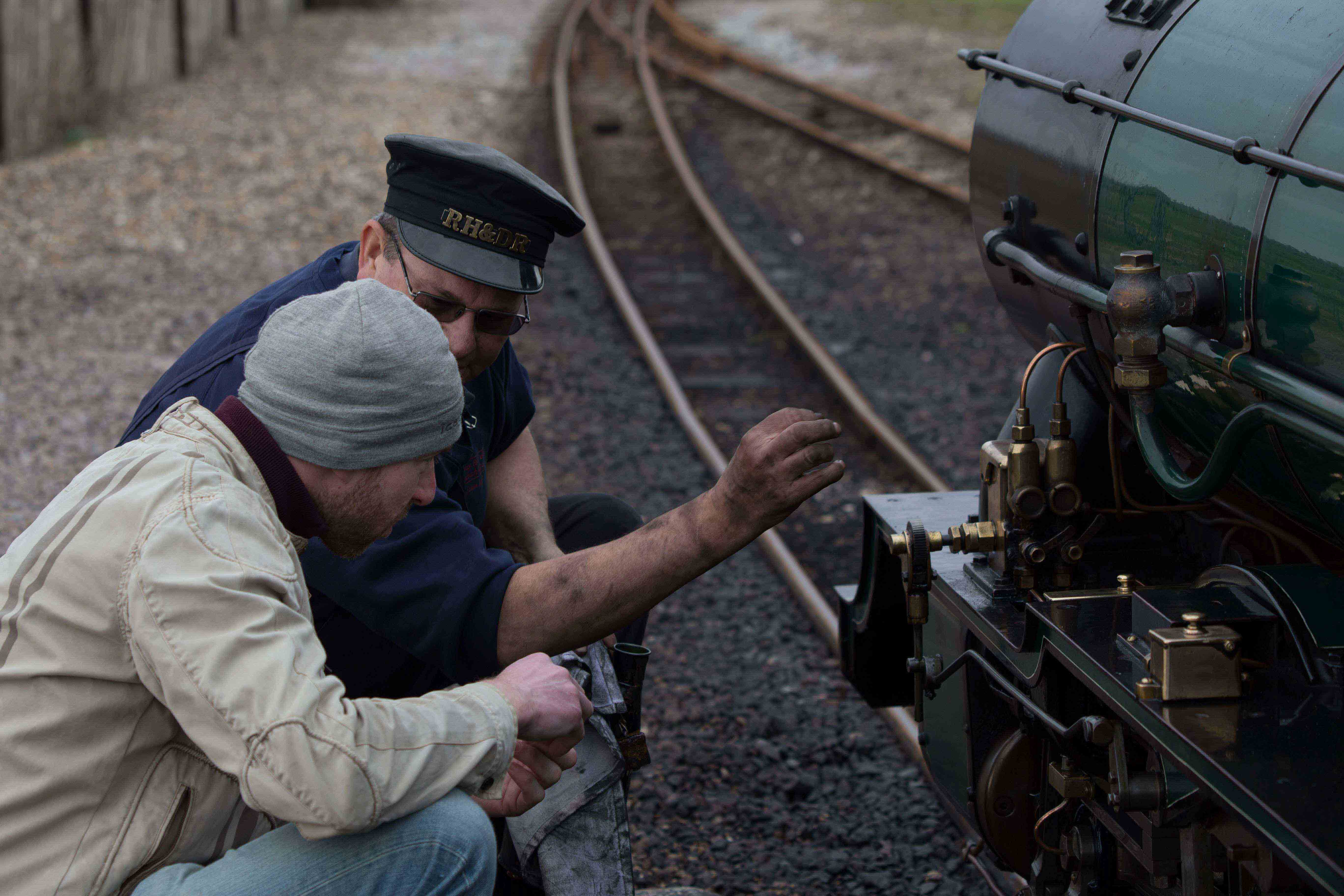 Explaining how a steam locomotive works